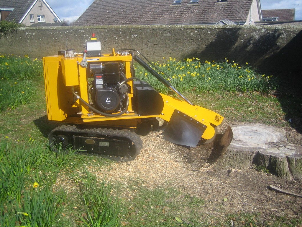 Predator radio remote narrow 26 inch (66 centimetres) stump grinder